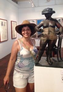 Estréia do meu chapéu novo na sala de obras de Enrique Grau, que além de artista era produtor cultural!